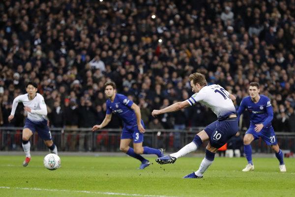 Futbalisti Tottenhamu zdolali Chelsea 1:0. O víťazstve rozhodol z pokutového kopu Harry Kane.