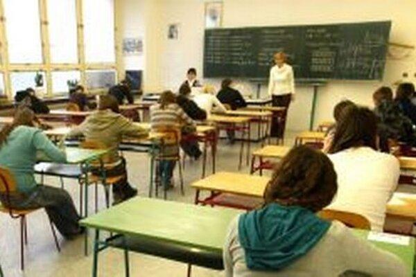 Písomné testy budú z niektorých predmetov minulosťou, školy majú záujem testovať žiakov elektronicky.