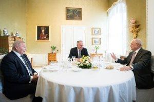 Andrej Kiska počas spoločného obedu s bývalými prezidentmi SR v Prezidentskom paláci.