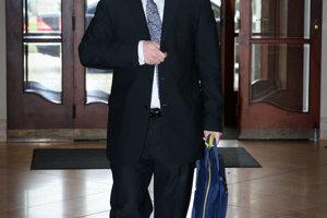 23. november 2009. Eurokomisár Maroš Šefčovič prichádza na Úrad vlády