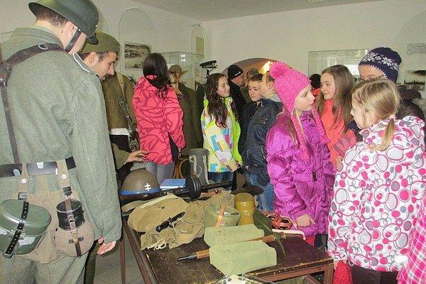 Na výstave predvedú aj uniformy vojakov, ktorí pôsobili v Liptove.