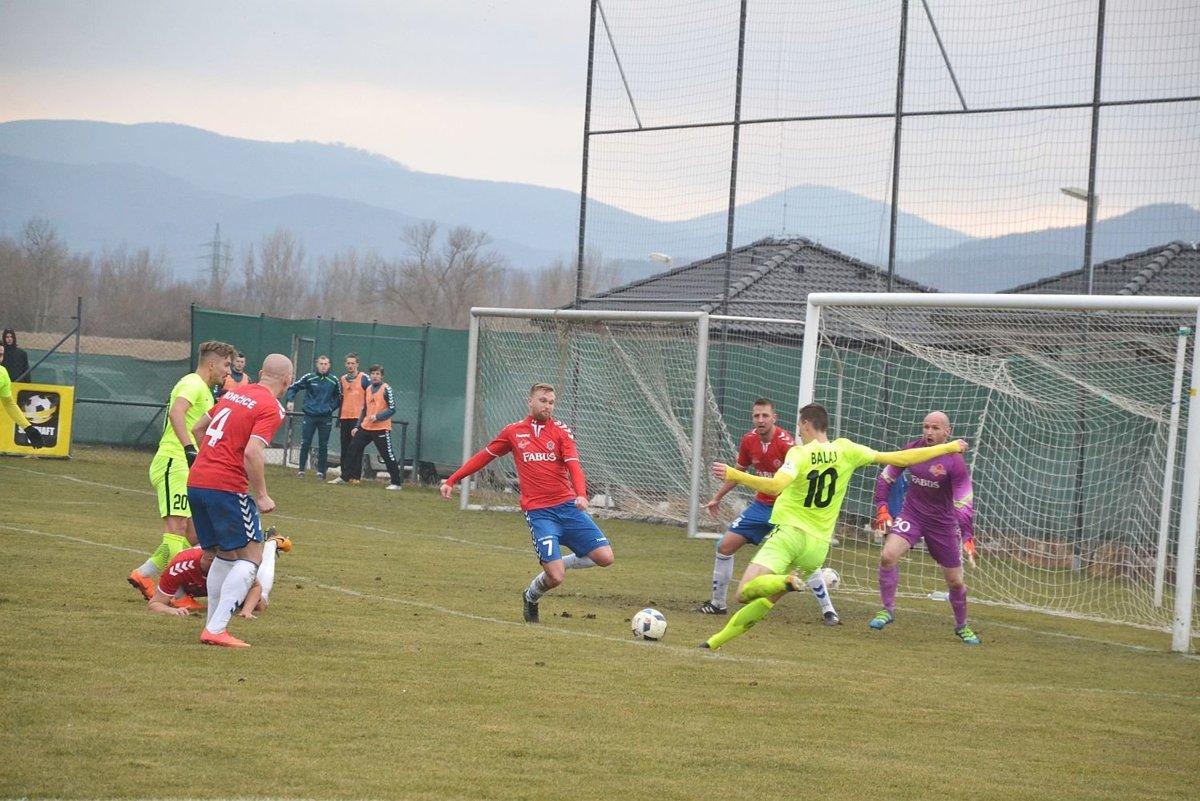 8bfcaccbc Borčice (v červenom) na jar odohrali pohárový duel so Žilinou a v jarnej  časti už