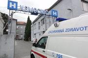 Záchranky už pacientov do zlatomoravskej nemocnice nevozia.