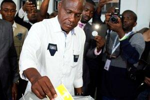Martin Fayulu, ktorý sa oficiálne umiestnil ako druhý v poradí, hovorí o zmanipulovaní volieb.
