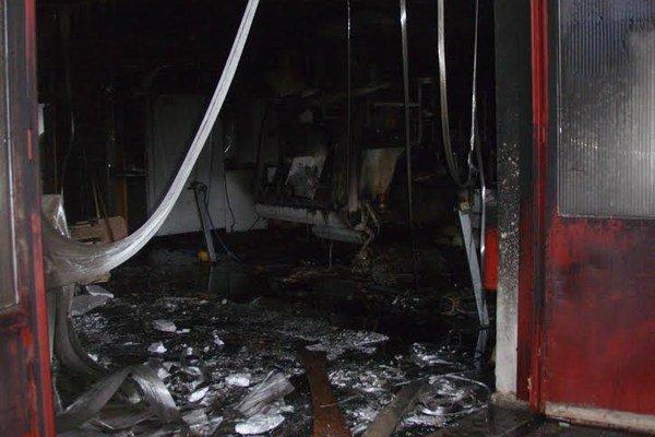 V dielni bolo množstvo horľavého materiálu, oheň sa rozhorel rýchlo.