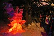 Ľadové sochy uchvacujú návštevníkov.