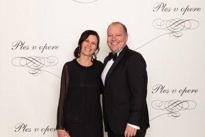 Settele Matthias, generálny riaditeľ Televízie Markíza so snúbenicou  Gerdou Sacchetti