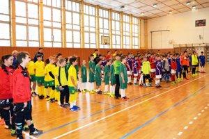 FK Veľký Cetín pripravil pekný turnaj pre takmer sto mladých futbalistov.
