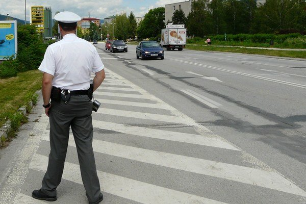 Fámy, že policajt vydával pri vyberaní pokút falošné bločky, vyšetrovanie zatiaľ nepotvrdilo.