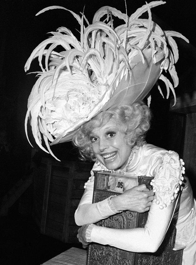 Carol Channingová v originálnej verzii muzikálu Hello, Dolly!.