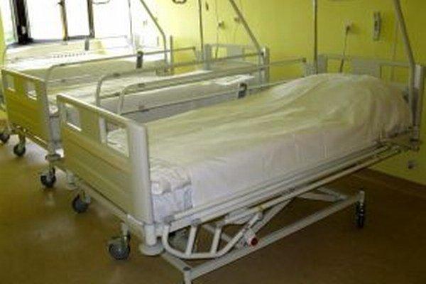 Na oddelení sú aj moderné postele s diaľkovým ovládaním, ktoré nahradili staré ošarpané.