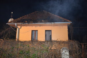 Rodinný dom v obci Kazimír po požiari.
