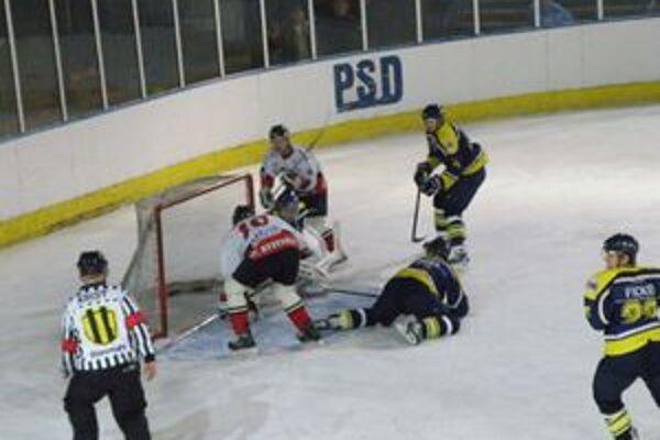 Zlocha (v bielom č. 10)dal v Kežmarku dva góly a výrazne prispel k výhre Pov. Bystrice.