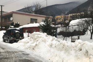 Aj na Lipovci sa so snehom potrápili.