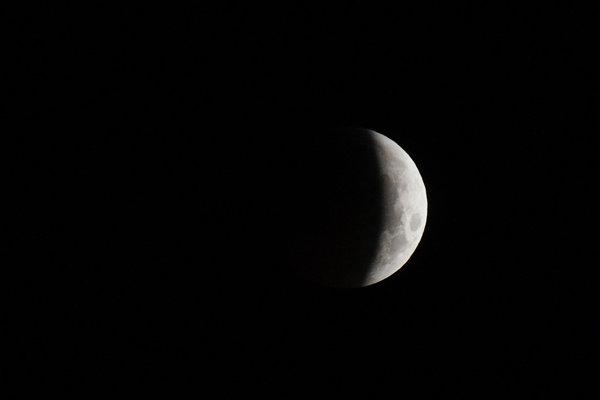 Pohľad na Mesiac pred úplným zatmením.