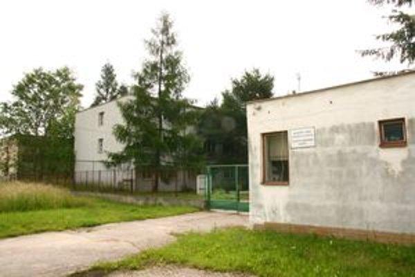 Opustené budovy a areál azylového centra pre utečencov už netreba, ponúknu ho na predaj.