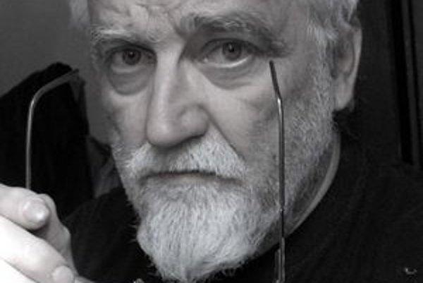 Milan Rašla vystavuje súbor tridsiatich šiestich obrazov s názvom Kenotaf_65.