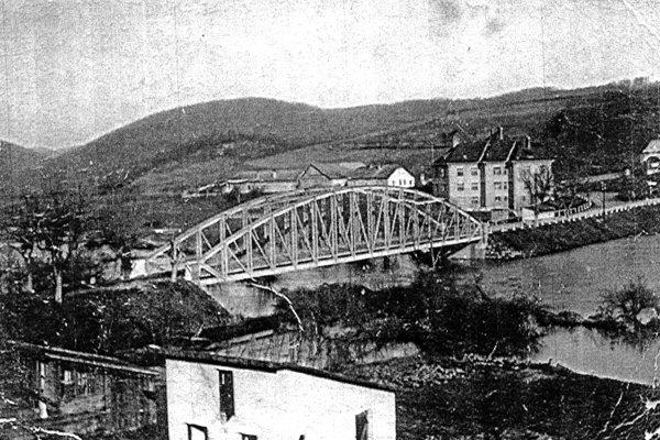 Dominantou Rároša bol po dlhé desaťročia oceľový most.