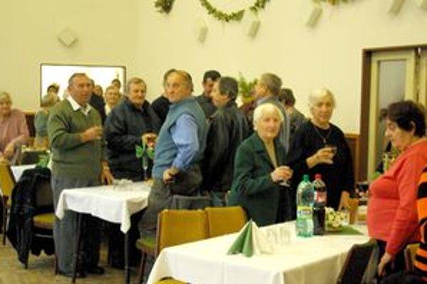 Oslávenci si minútou ticha pripomenuli tých, ktorí sa piatkovej oslavy už nedožili.