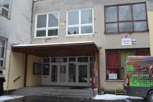 Základná škola, z ktorej pochádza obvinený učiteľ.