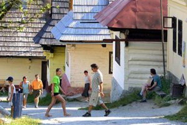 Ku väčšiemu komfortu pre turistov vo Vlkolínci by malo prispieť dobudovanie obchodu a reštaurácie.