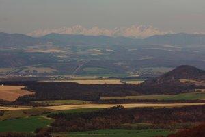 Pohľad z Rankovských skál na Tatry.
