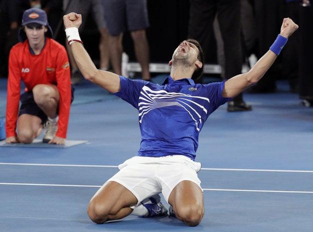 Novak Djokovič oslavuje svoj triumf.