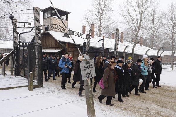 Ľudia si pripomenuli 74. výročie oslobodenia tábora.