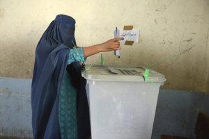 Afganky môžu teraz voliť, za vlády Talibanu nemohli ani pracovať.