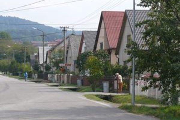 Pri výstavbe diaľnice odstránili tabuľu, ktorá označovala začiatok Belušských Slatín.