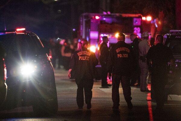 Zatiaľ nie je známe, koľko policajtov opätovalo streľbu.