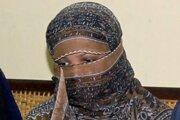 Na archívnej snímke z 20. novembra 2010 pakistanská kresťanka Ásijá Bíbí zahalená vo väznici v meste Sheikhupura pri Laháur.
