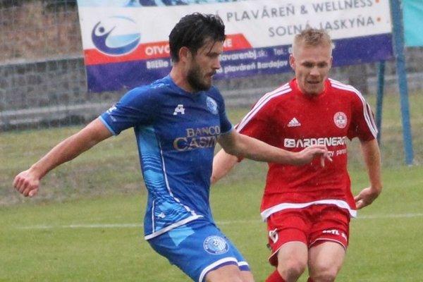 Radoslav Človečko (vľavo) a Michal Grohoľ začínali sezónu v Lokomotíve Košice, teraz sa stretnú v Bardejove.