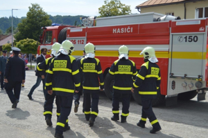 Slávnostné prevzatie hasičského auta.