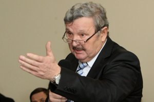 Rimavskosobotský primátor Jozef Šimko. Spor o vedenie rokovania mestského parlamentu vyústil do jeho predčasného ukončenia.