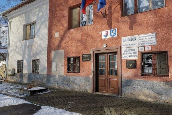 V kaštieli z 18. storočia sídli škola.