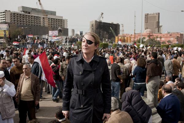Marie Colvinová na námestí Tahrír v Káhire.