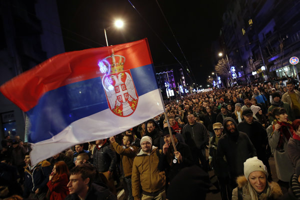 Srbi protestovali proti prezidentovi deviaty týždeň po sebe.