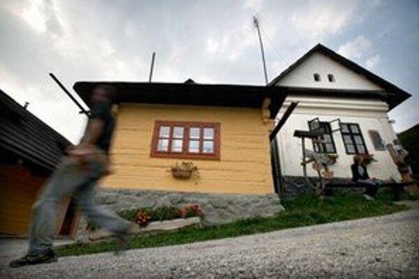 Poštový regulačný úrad vyradil Vlkolínec spomedzi miest s aspoň nepravidelným doručovaním poštových zásielok.