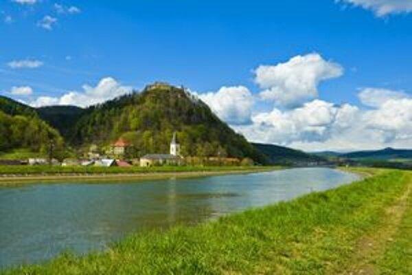 Medzi sedem divov kraja patrí aj Považský hrad