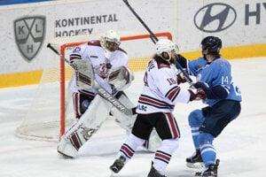 Žiga Jeglič z HC Slovan Bratislava počas zápasu HC Slovan Bratislava -  Dinamo Riga. 60b5f1c230f