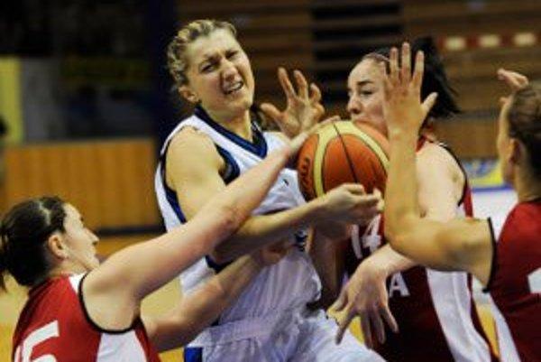 Veronike Černákovej sa v máji naplnil kontrakt s MBK Ružomberok, no 22-ročná basketbalistka potiahne vo svojom rodnom meste aj ďalšiu sezónu.