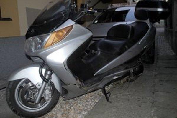 Polícia hľadá svedkov dopravnej nehody, na následky ktorej vodič motocykla neskôr zomrel.