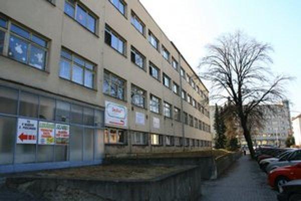 Za liptovskomikulášsku polikliniku zaplatia lekári 500-tisíc eur. Ďalších 560-tisíc musia do budovy preinvestovať, aby sa skvalitnili priestory pre poskytovanie zdravotnej starostlivosti.