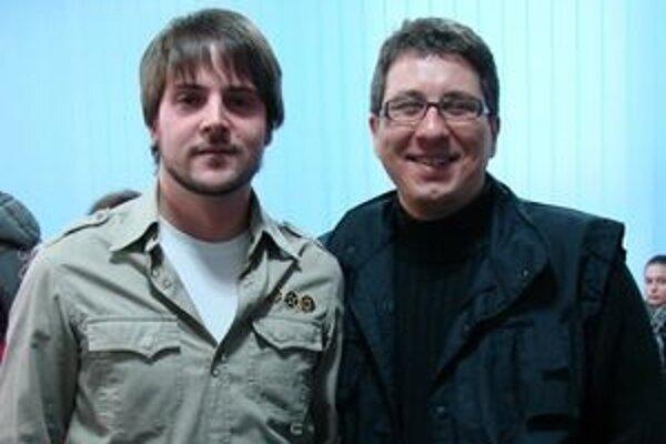 Peter Lehotský (vpravo) autor textu a Juraj Zaujec autor hudby piesne Môžeš ísť, ktorú v sobotňajšom finále Eurovision Song Contest 2010 zaspieva Martina Schindlerová.
