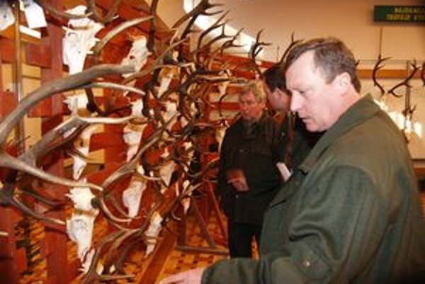 Na poľovníckej výstave je najviac jeleních trofejí.