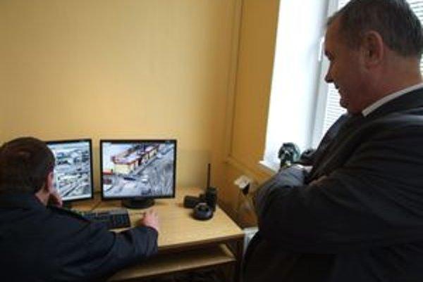 Moderný kamerový systém odovzdal vlani Hrádočanom policajný prezident Ján Packa.