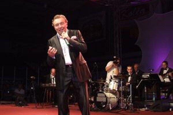 Legendárneho umelca doprevádzal orchester Félixa Slováčka.
