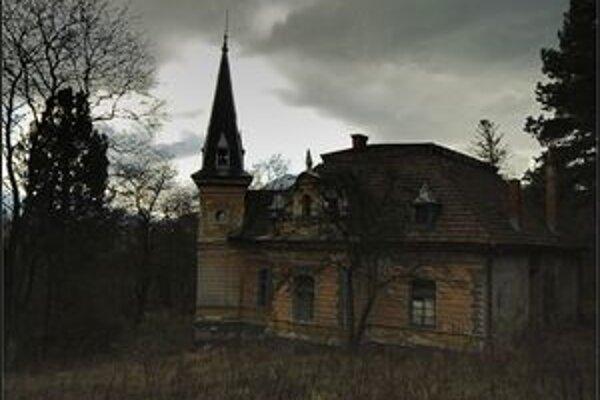 Pôvodnú zubársku ambulanciu mal František Kuska, prvý slovenský dentista v Uhorsku, vo svojej vile (na fotografii).