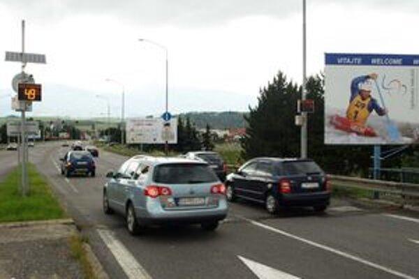 Merače pri vjazde do mesta upozorňujú vodičov, akou rýchlosťou jazdia.